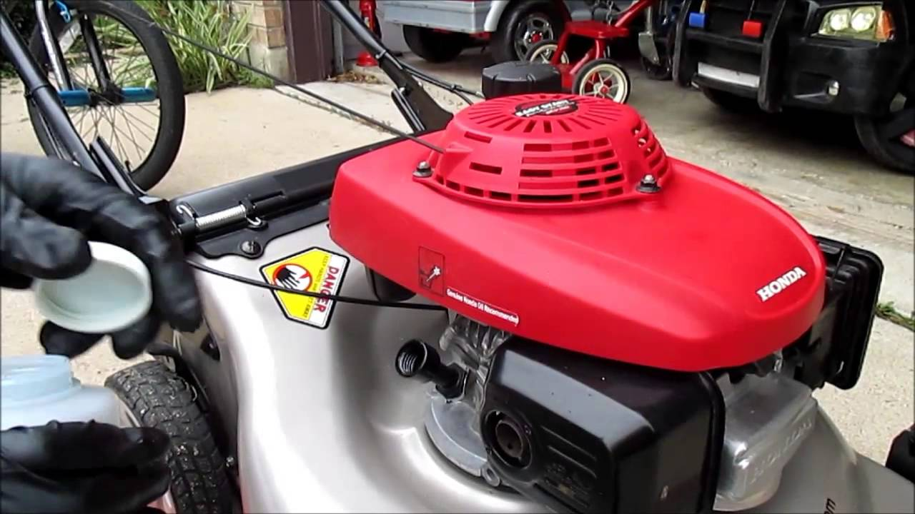 How To Do An Oil Change On Most HONDA Lawn Mower Models ...